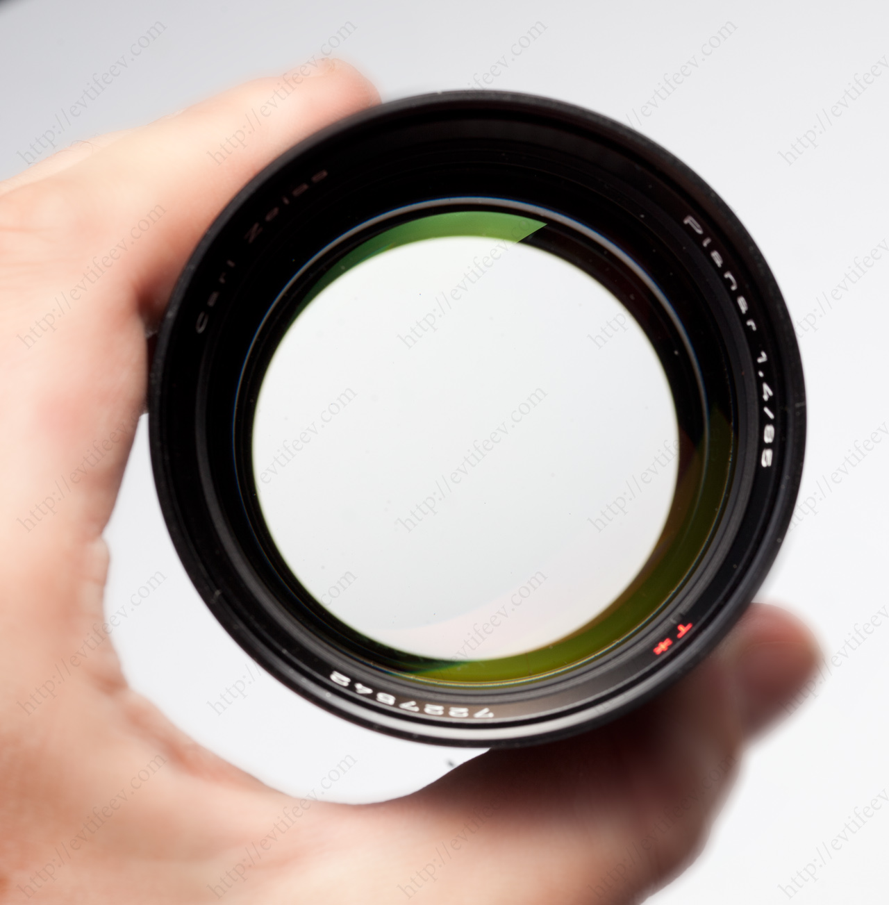 Japanese Carl Zeiss Planar 85/1.4 with aperture wide-open (F1.4)