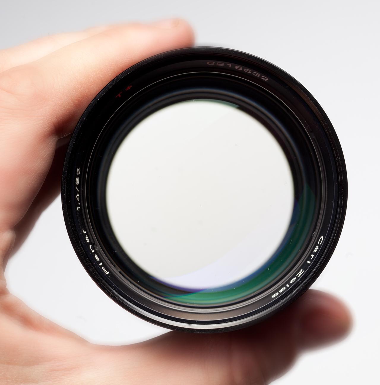 German Carl Zeiss Planar 85/1.4 with aperture wide-open (F1.4)
