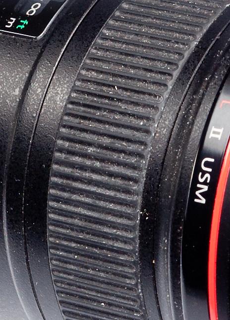 фрагмент резинки фокусировочного кольца Canon EF 16-35/2.8L USM. Срок эксплуатации - 4 года