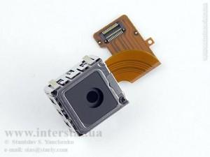 объектив Carl Zeiss Tessar 5.5mm F2.9 (эквивалент 35мм) в телефоне Nokia N95, вид спереди