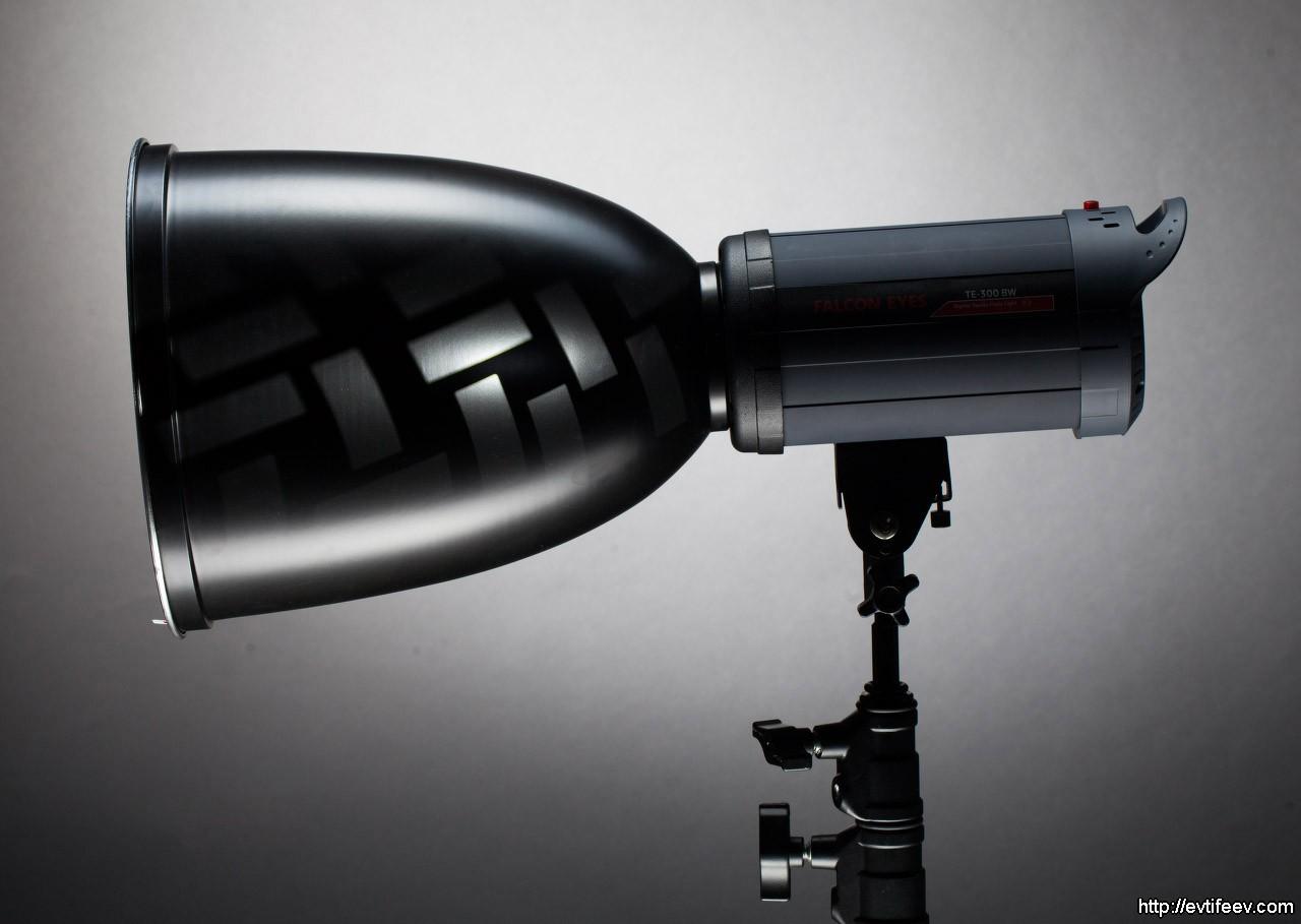студийная вспышка с рефлектором