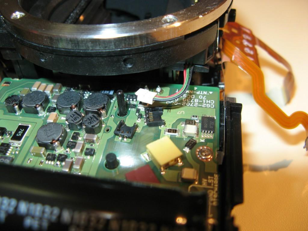 Что внутри у фотокамер Canon? Ремонт затвора на Canon 550D.