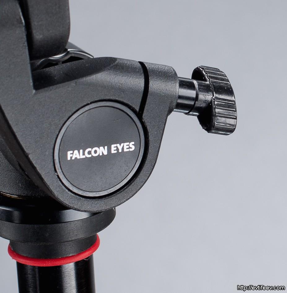 Для фиксации оси вращения, оставшейся без ручки, используется небольшой фиксатор, который вкручивается в свободное отверстие