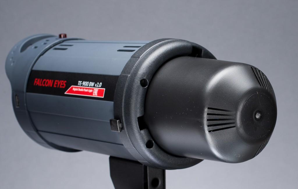 Моноблок оснащается защитным колпаком, предохраняющим от повреждений импульсную и пилотную лампы, а также на случай удобной транспортировки.