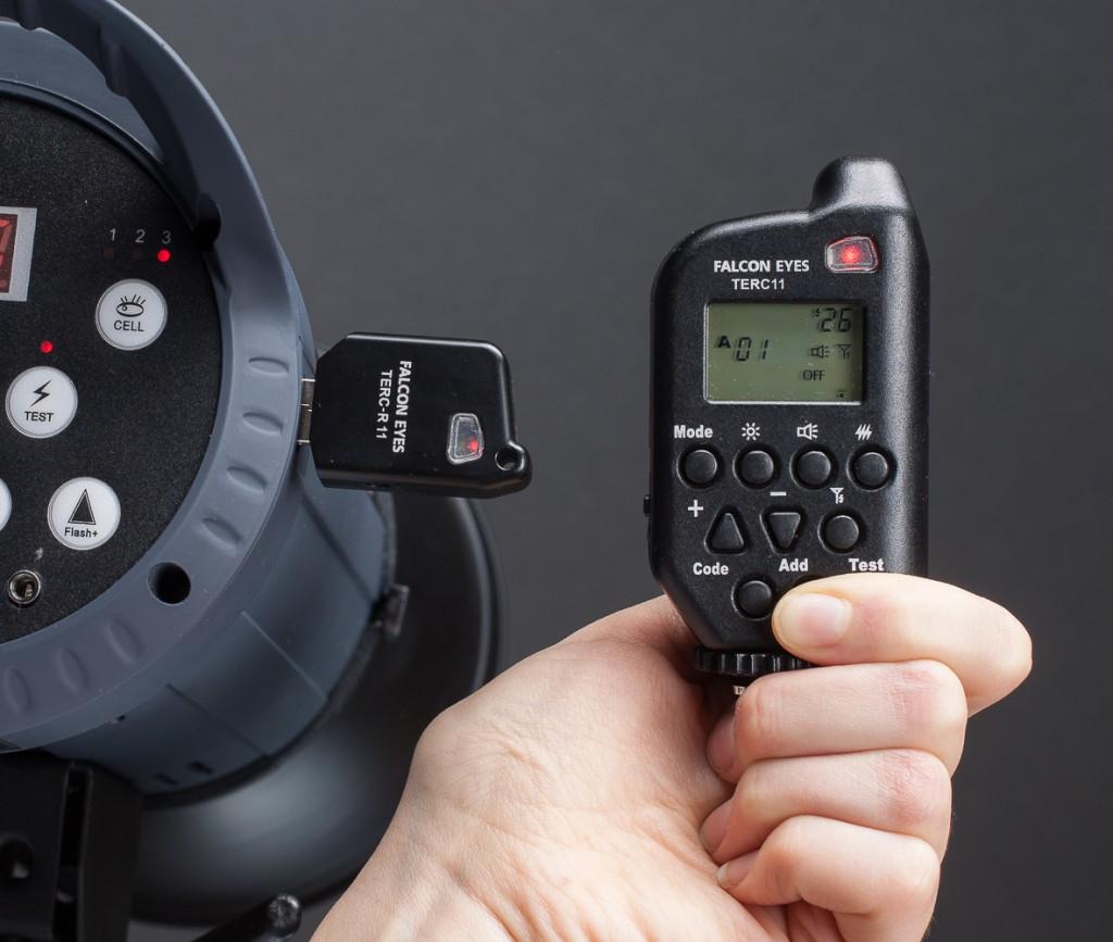 и синхронизируем с пультом управления, удерживая необходимые кнопки