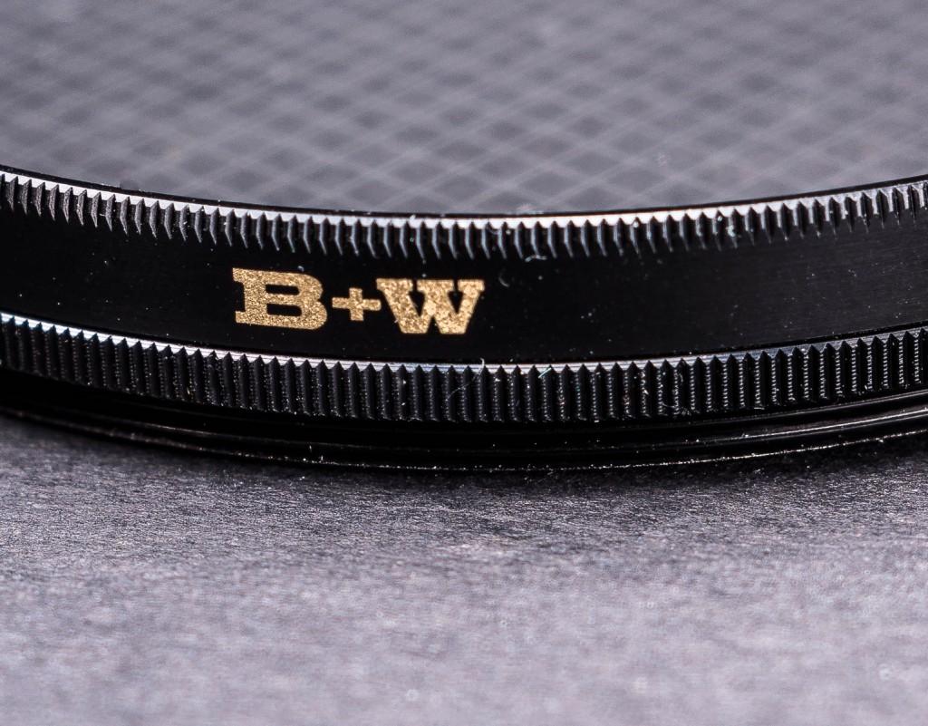 """Оправа """"звездного"""" фильтра B+W достаточно широкая, но за счет этого она имеет вращение и удобный хват для пальцев."""