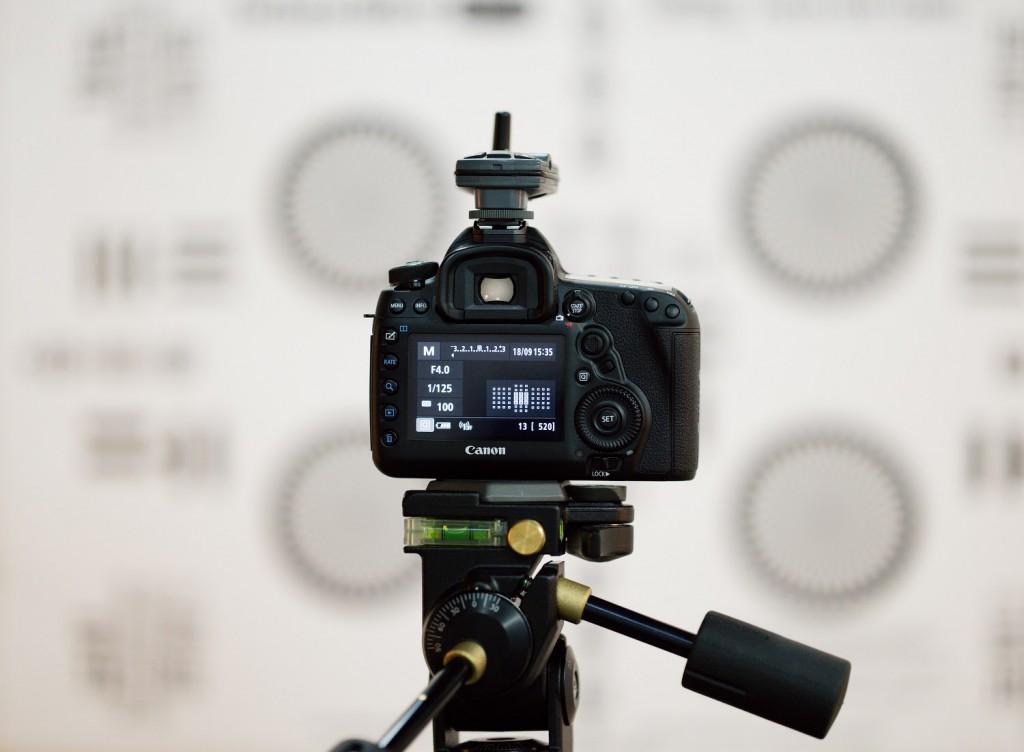 Carl Zeiss: Ручная фокусировка и системные камеры с автоматической фокусировкой