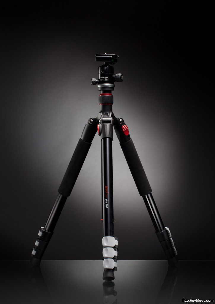 Предновогодняя акция на фототехнику от Falcon Eyes