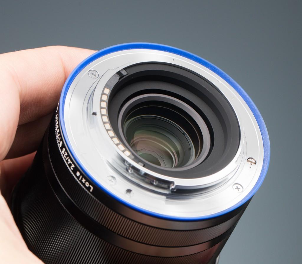 Обзор фотообъектива ZEISS Loxia 25/2.4