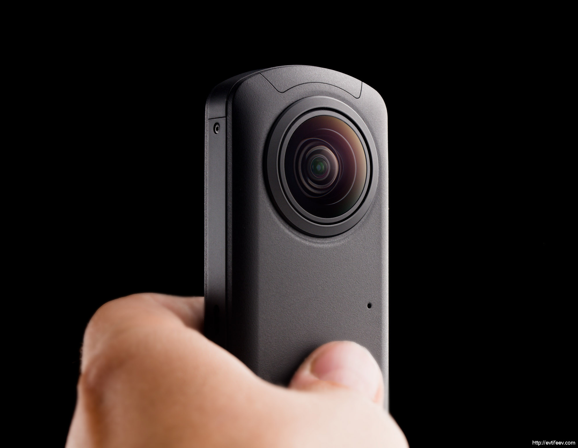 Обзор панорамной камеры Ricoh Theta Z1 и сравнение с Ricoh Theta V